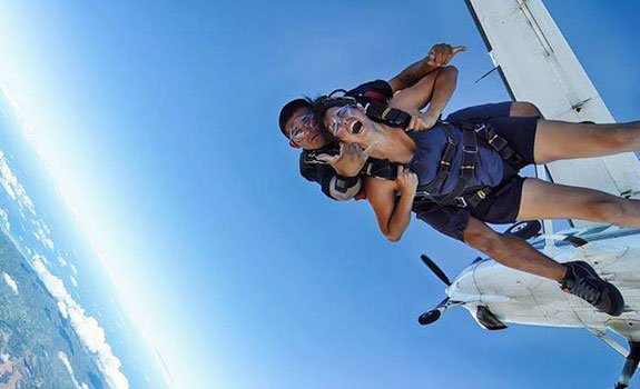 the issues of whether the exemption clause for skydiving centre is valid and whether the skydiving c